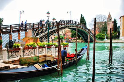 Vuelos Venecia: Paseo en Góndola, un tour obligado por Venecia.