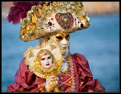Carnaval de Venecia: podrás observar disfraces tan elaborados como este.