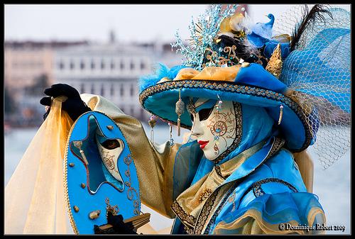 Carnaval de Venecia: desde el año 1972 se empezaron a usar más colores.